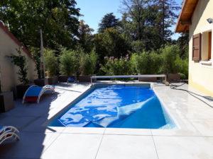 MJS-terrasse-en-dalle-blanches-a-villemoirieu