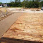 MJS-allee-en-beton-desactive-dans-un-parking-de-zone-commerciale-a-saint-vulbas