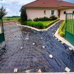 amenagement-exterieur-beton-desactive-dans-une-cour-de-maison-dans-l-isere